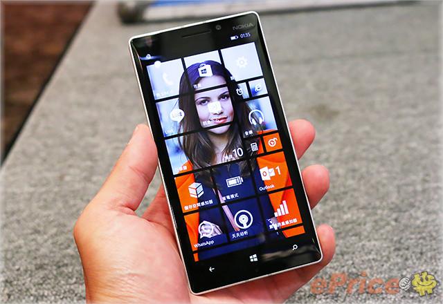 lumia 930 搭载一个   吋 1920 x 1080 画素的 oled 萤幕,具备超