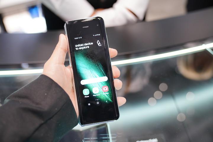 三星 Galaxy Fold 2 螢幕規格洩漏:支援 120Hz、內外都變大 - 2